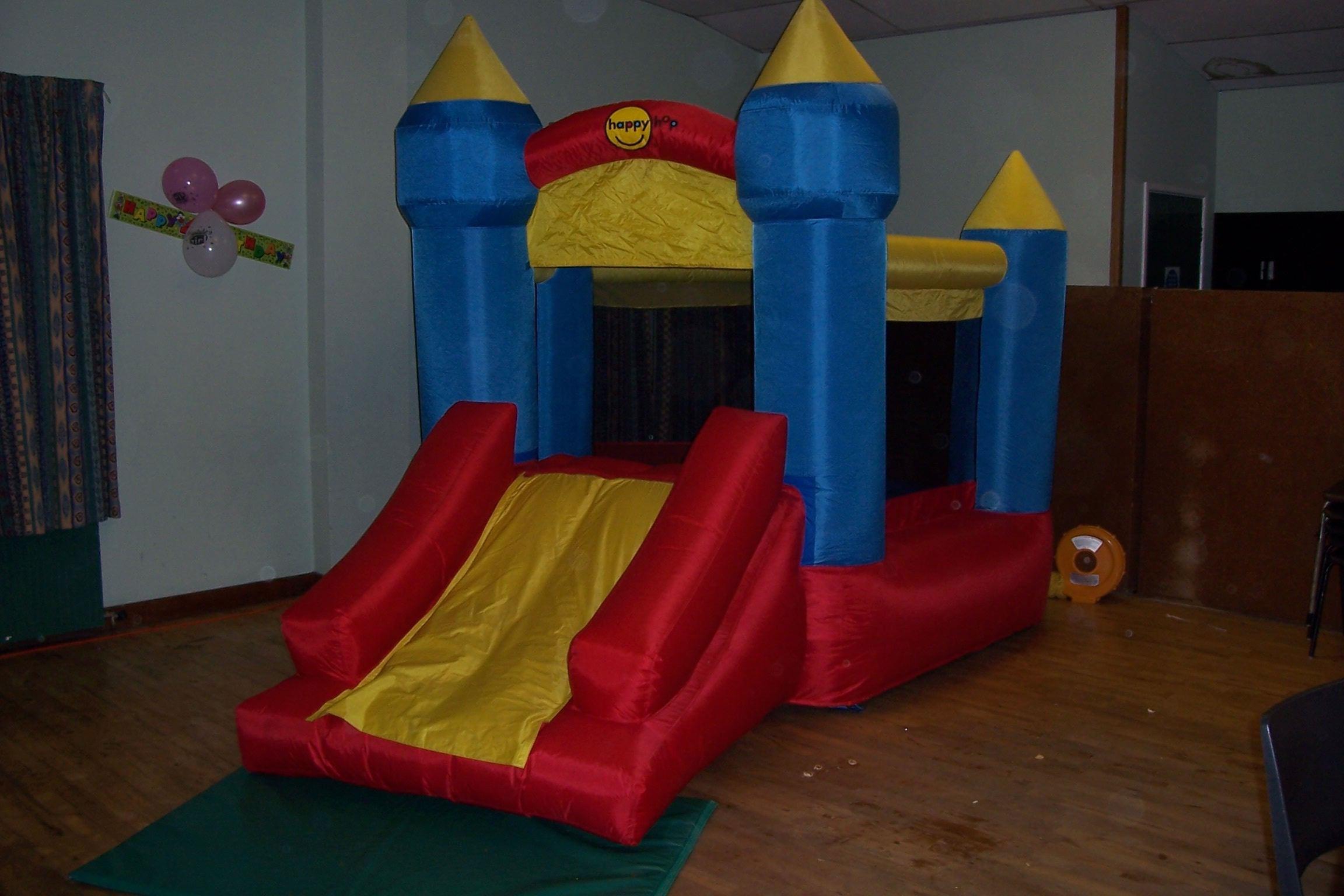 This bouncy castle is perfect for the little ones. As it's fairly low and compact, it fits well into smaller halls and gardens. Crash mats are provided for a safe landing when using the slide, and is suitable for children up to 5 years.