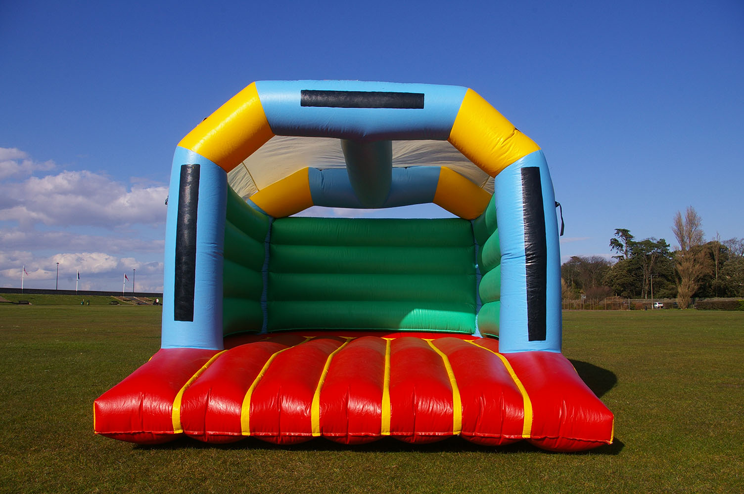 Our Standard bouncy castle is spacious and perfect for fitting into smaller gardens and halls. Popular for use in corporate events, and bouncy enough to keep you entertained for hours! Suitable for ages up to 14.