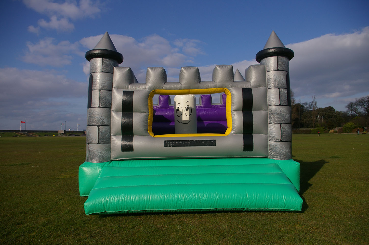 This spooky ghost-themed Jasper Haunted Castle is a great addition to any party. Also perfect for school fairs, fetes and other corporate events. Spacious with high walls, children can bounce safely with our ghost friend Jasper! Suitable for children up to 13 years.